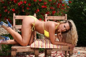 set019 My Yellow Bikini 27.10.12