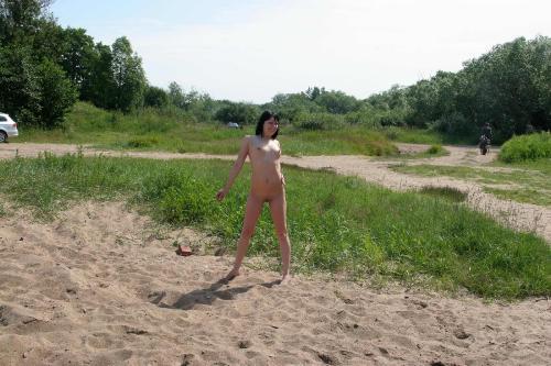 Exhibitionsim 06-28 - Inna - On the Kronstadt Beach 1800px  (x61)  41.6Mb