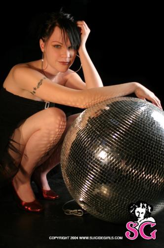 05-06 - Elara - Disco Ball