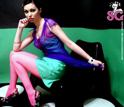 04-20 - Jennirae - Bright Hot