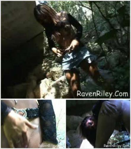 RavenRiley - Rr blackshirtoutside 020505 full-1