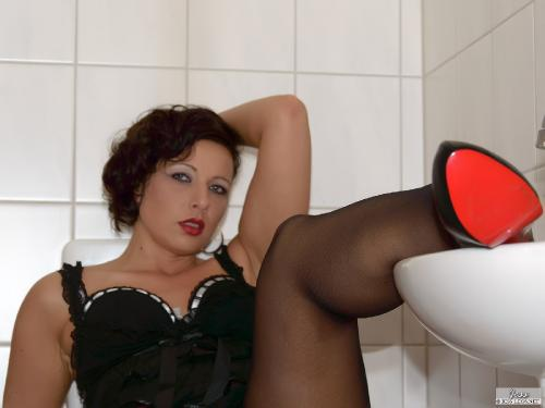 Horny Housewife in Lous