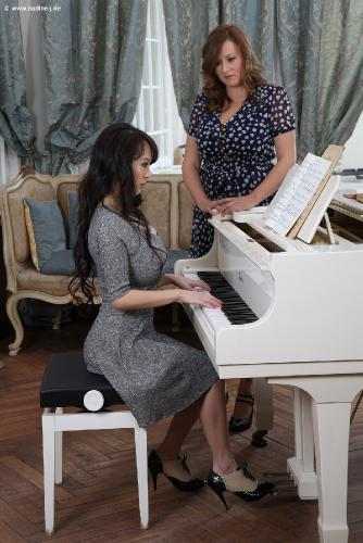 2015-12 - Piano Lesson (with Steffi) - 66 pix