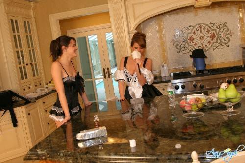 Set 0582 - Lesbian Maids
