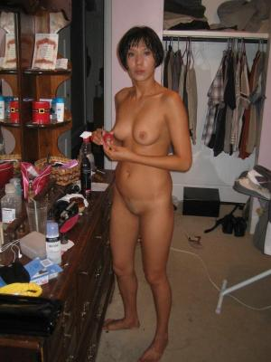 Hot asian girl poses naked