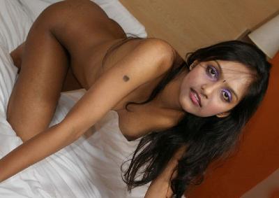 Amateur babe gets naked