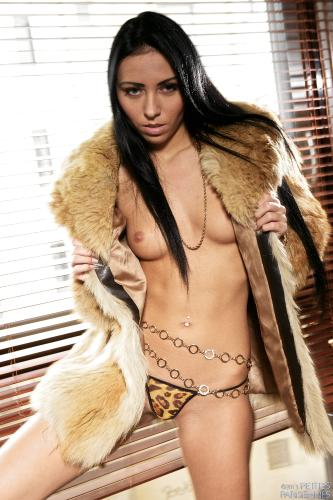 02 - Bailey Ryder - Fur coat (81) 4000px