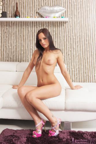 02 - Kari - Nude Sofa (55) 4000px