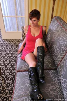 RyAnne_Boots_superhr