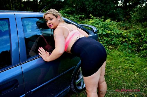 Saskia Squirts_Banged By The Doggers