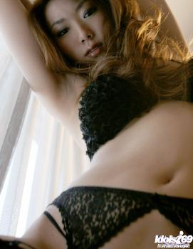 Yuu - Yuu Bautiful Japanese Model Shows Off Her Excellent Body