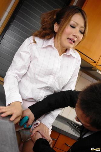 Hibiki Ohtsuki - Hibik Ohtsuki Japanese wife fucks in the kitchen
