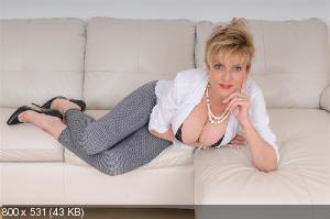 Mom big tits spread pussy
